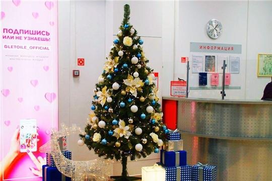 Новогоднее оформление предприятий торговли создает атмосферу праздника
