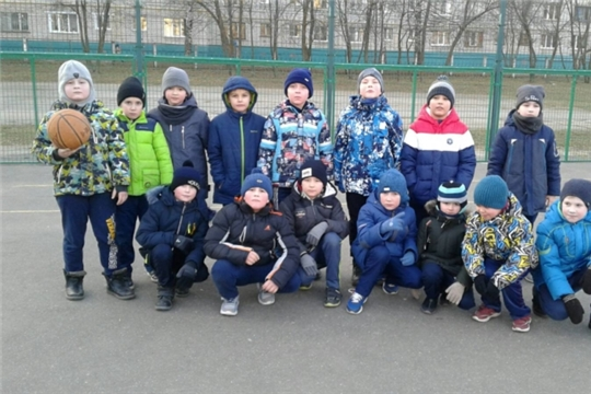 В Калининском районе инструкторы по спорту прививают жителям любовь к здоровому образу жизни
