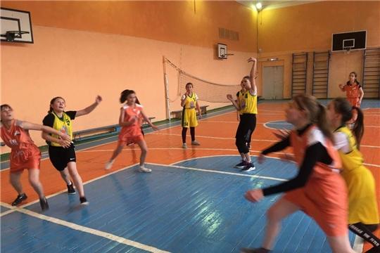 В Калининском районе определены победители первенства школьной баскетбольной лиги «КЭС-БАСКЕТ»