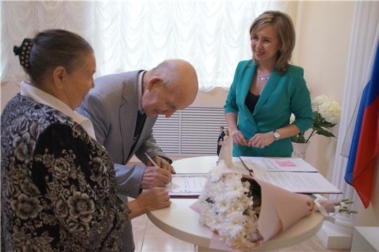 Встреча поколений: бриллиантовые юбиляры совместной жизни поделились секретом счастливой семейной жизни