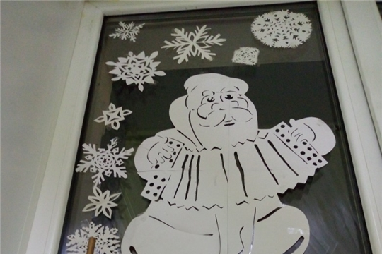 Хоровод снежинок закружил на окнах Чебоксарской детской музыкальной школы №2 им.В.П.Воробьева
