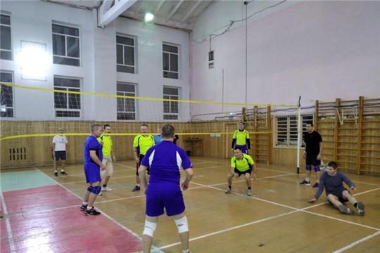 В Калининском районе прошла товарищеская игра по волейболу, посвященная Дню Конституции Российской Федерации