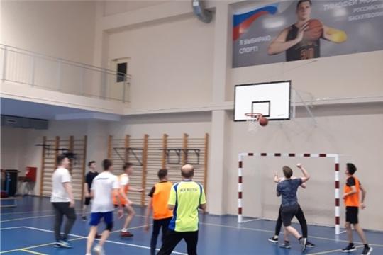 В Калининском районе инструктора по спорту прививают жителям любовь к здоровому образу жизни
