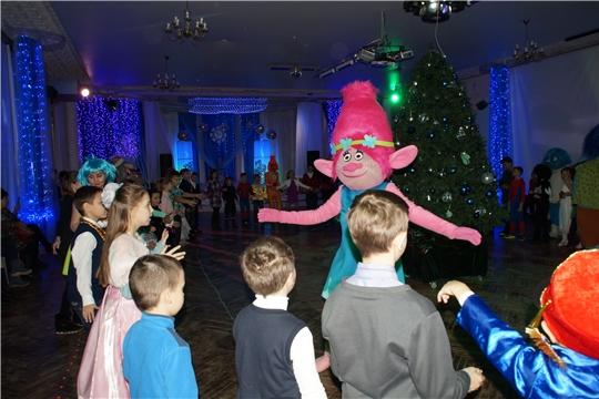 В Калининском районе города Чебоксары стартовал марафон новогодних представлений