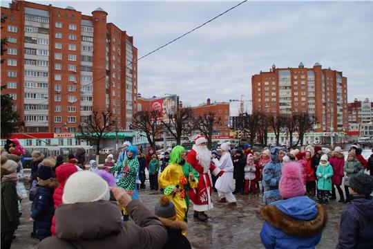 Калининский район: волшебная сказка приходит во дворы и дарит новогоднее настроение