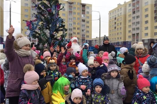 В поселках Восточный, Соляное и Альгешево Калининского района прошли новогодние дворовые праздники