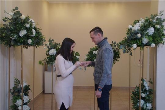 400-я пара новобрачных связала узами брака в отделе ЗАГС администрации Калининского района