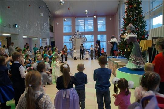 В Калининском районе прошла благотворительная елка для детей из малоимущих и многодетнх семей