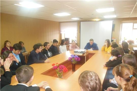 В межпоселенческой библиотеке прошла встреча школьников с представителем прокуратуры