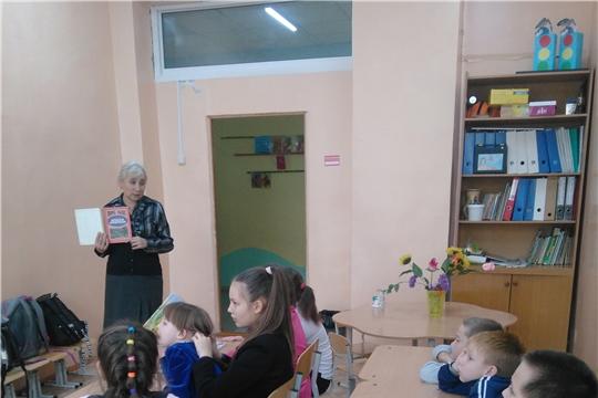 Детский отдел межпоселенческой библиотеки на прогулке в «лиловом, золотом, багряном» тереме
