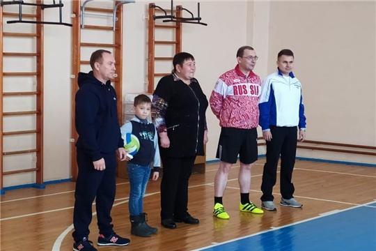 В МБОУ «Тюрлеминская СОШ» Козловского района состоялся турнир по волейболу памяти А.С.Никонорова