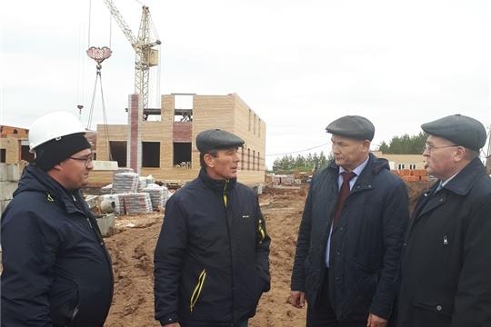 Глава администрации Козловского района Андрей Васильев проверил объекты ремонта и благоустройства района и посетил с рабочим визитом К(ф)Х «Энеж»