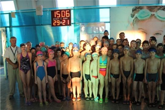 """В бассейне Физкультурно - оздоровительного комплекса """"Атал"""" прошли первые квалификационные соревнования по плаванию под девизом «Главный рекорд - здоровье!»"""
