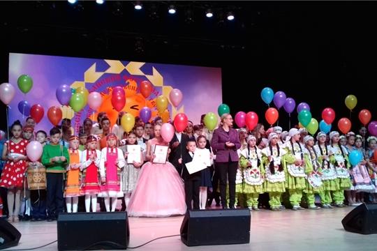 На гала-концерте Республиканского фестиваля-конкурса детского художественного  творчества «Черчен чечексем» («Цветы Чувашии»).
