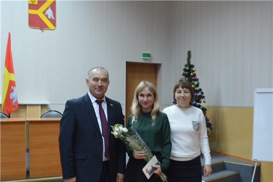 Александр Николаевич по традиции поздравил с днем рождения сотрудника администрации Красноармейского района
