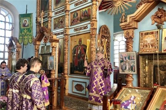 Божественная литургия в храме Воздвижения Креста Господня с. Красные Четаи