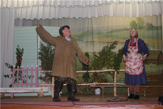На сцене - самодеятельные артисты Баймашкинского сельского Дома культуры