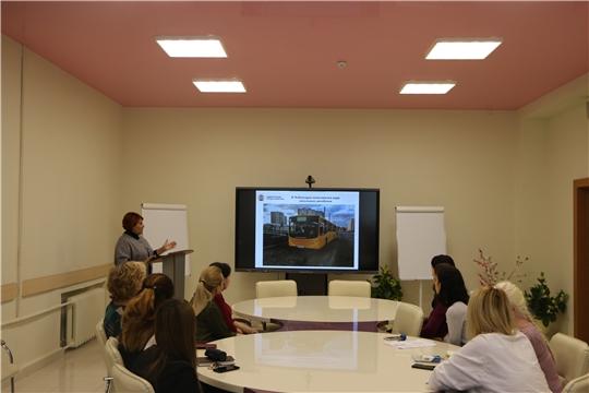 В Чебоксарском экономико-технологическом колледже обсудили темы Единого информдня