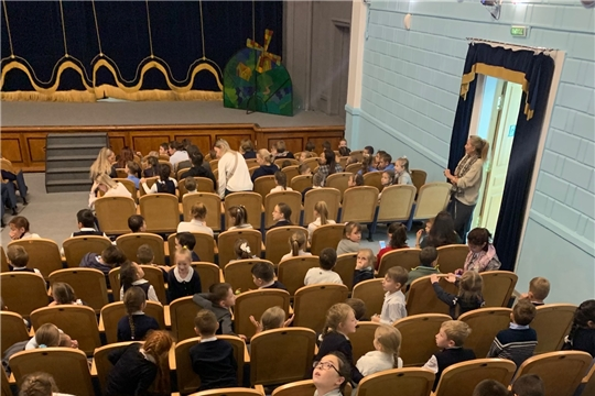 Подучётные комиссии по делам несовершеннолетних Ленинского района посетили русский драмтеатр