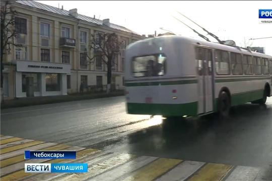 По Чебоксарам начал курсировать ретро-троллейбус