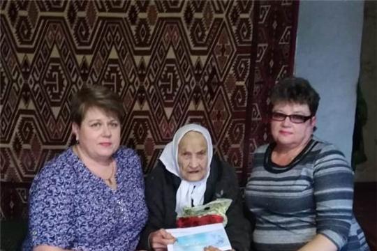 Жительница города Мариинский Посад, труженик тыла, ветеран труда Зинаида Ивановна Сапожникова отметила свой 90-летний юбилей
