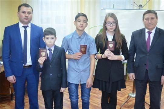 В День Конституции России в Мариинско-Посадском районе состоялось торжественное вручение паспортов