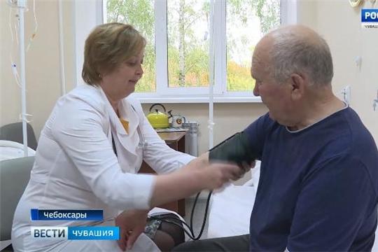 Cкандинавская ходьба, лечение теплом, лазерная терапия: В Чувашии продолжает работу гериатрический центр  Источник: http://chgtrk.ru/news/24614