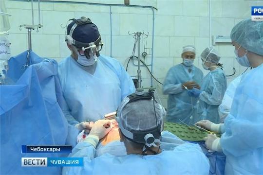 Новый вид операции на открытом сердце: врачи Республиканского кардиодиспансера осваивают высокотехнологичные методы  Источник: http://chgtrk.ru/news/24657