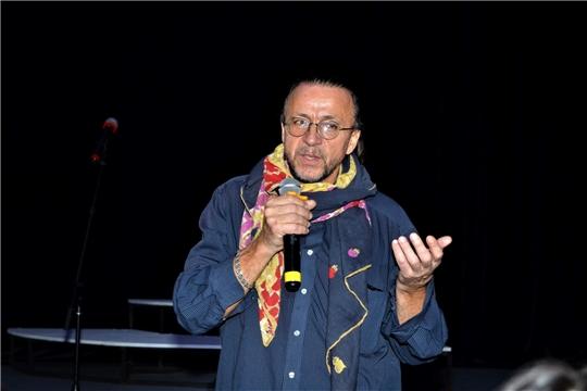 В Чувашском ТЮЗе состоялась премьера спектакля «Чацкий. Горе уму»