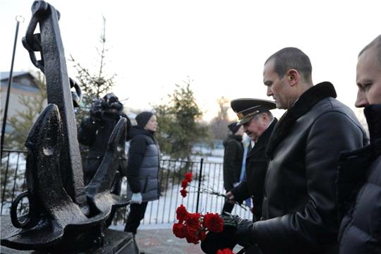 В селе Старочелны-Сюрбеево Комсомольского района состоялось открытие памятника уроженцу района, вице-адмиралу Василию Петровичу Разумову