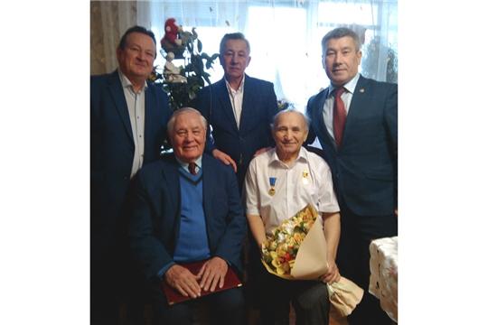 Константин Яковлев наградил Николая Григорьева за значительный вклад в развитие культуры и искусства Чувашской Республики