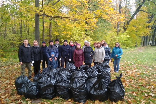 Специалисты Минфина Чувашии приняли участие в экологическом субботнике