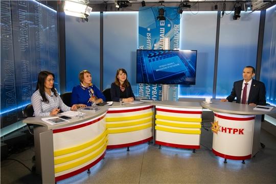 Михаил Игнатьев в прямом эфире ответил на вопросы слушателей Национального радио, а также читателей газет «Советская Чувашия» и «Хыпар»