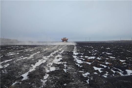 В хозяйствах республики продолжается работа по известкованию почвы
