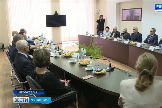 За чашкой чая: Михаил Игнатьев в неформальной обстановке пообщался с ветеранами труда