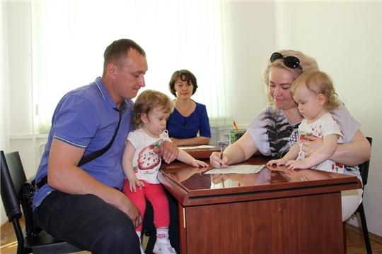 С малоимущими семьями Чувашии заключено 1 248 социальных контрактов