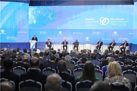 Глава Чувашии принял участие в пленарном заседании Российской энергетической недели, на котором выступил Президент России Владимир Путин