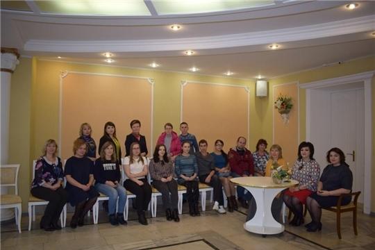 В рамках проекта «Сохраним семью» в отделе ЗАГС г.Алатыря состоялась встреча будущих новобрачных, молодых семей с семейным психологом