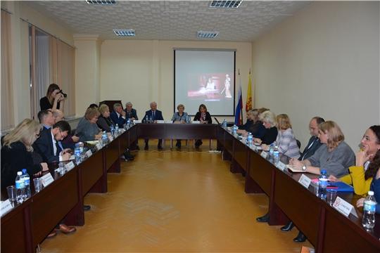 В Общественной палате Чувашии прошел час с министром Натальей Тимофеевой