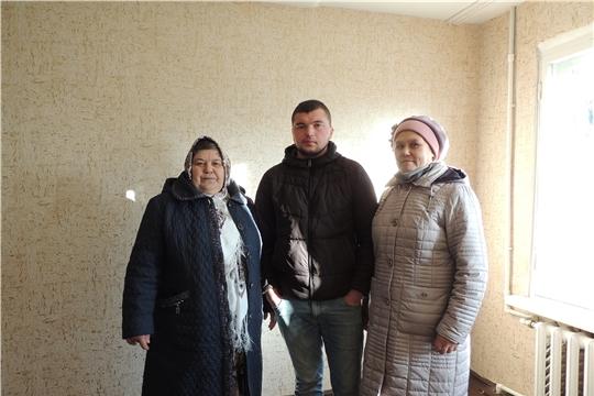 Вручение ключа от квартиры сироте в Аликовском районе