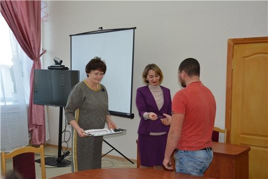 В День правовой помощи детям в Аликовском районе вручили ключи от благоустроенной квартиры сироте
