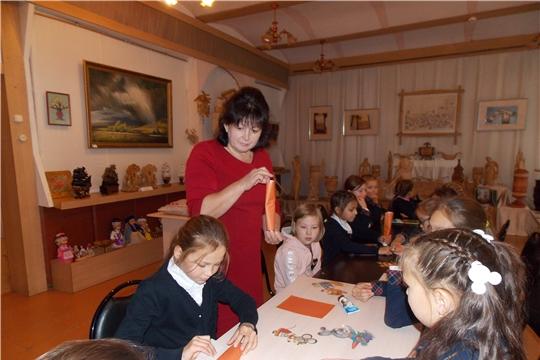 В музее верховых чувашей с учащимися 3 класса Моргаушской школы прошел мастер – класс по настольному театру