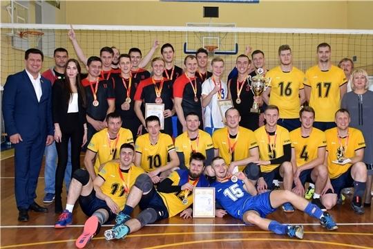 Турнир по волейболу памяти заслуженного работника сельского хозяйства РФ П. Давыдова открыл в Моргаушском районе волейбольный сезон