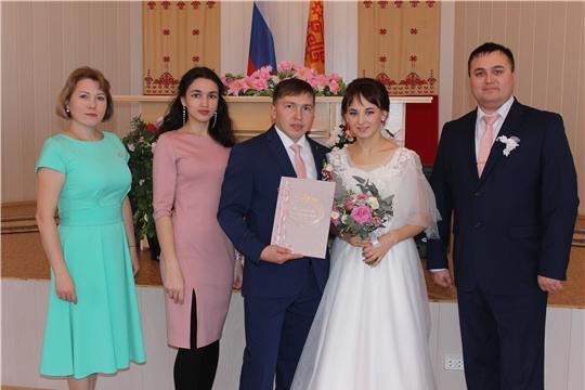 В Моргаушском районе зарегистрирована 100-ая пара