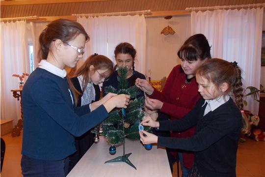 В музее верховых чувашей провели мастер-класс по изготовлению снежинок «Раз снежинка, два снежинка…».