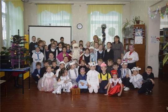 Сотрудники РДК и Моргаушской детской библиотеки провели праздничное мероприятие «Новогодний книжный БУМ»