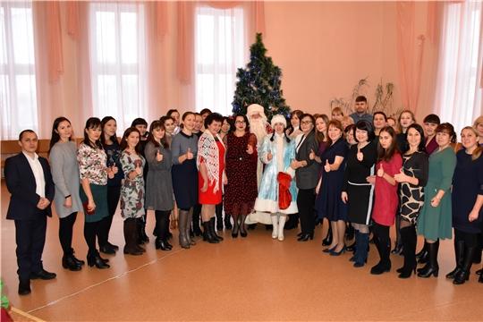 Глава администрации Моргаушского района Р.Н. Тимофеев поздравил коллектив администрации района с наступающим 2020 годом