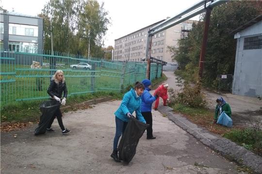 Сотрудники детского сада № 143 г. Чебоксары откликнулись на призыв – вышли на субботник