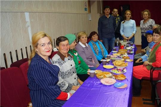Декада дня пожилых людей: пенсионеры Заволжья встретились за душевным чаепитием