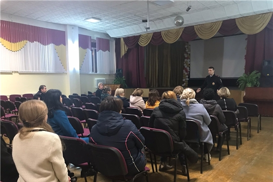 На базе средней школы № 27 г. Чебоксары участковые полицейские отчитывались перед населением